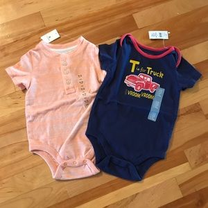 GAP Baby boy lot of 2 short sleeve onesies NWT